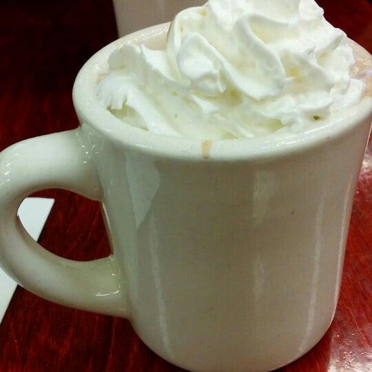 Photo taken at Peet's Coffee & Tea by Jomar T. on 6/27/2014