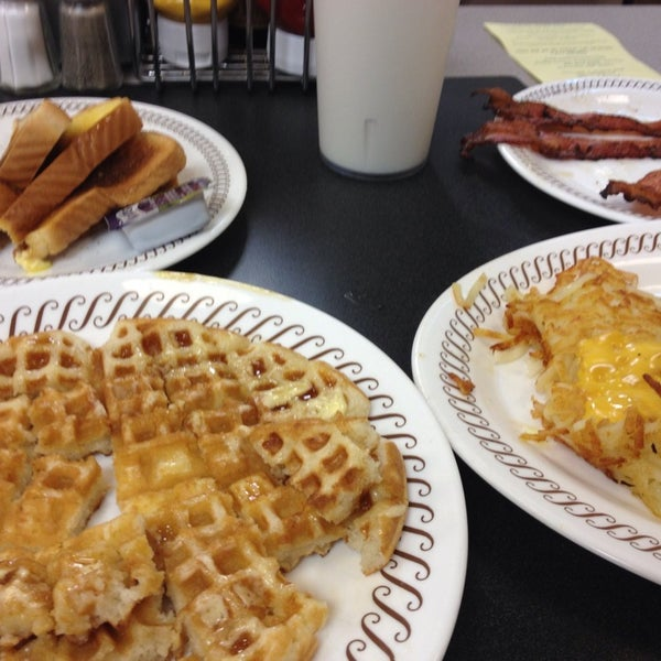 Photo taken at Waffle House by Kristina K. on 8/31/2013