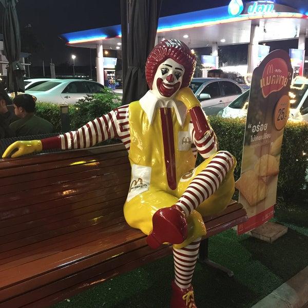 Photo taken at McDonald's by Ki Ki Y. on 12/31/2015