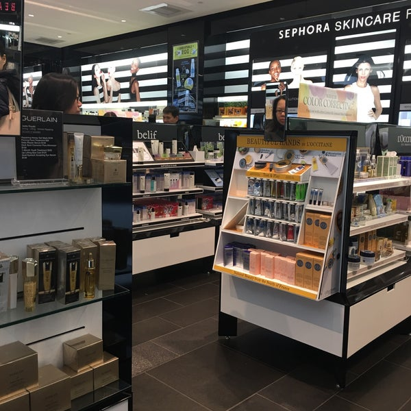 Photo taken at Sephora by Jessica L. on 4/6/2016