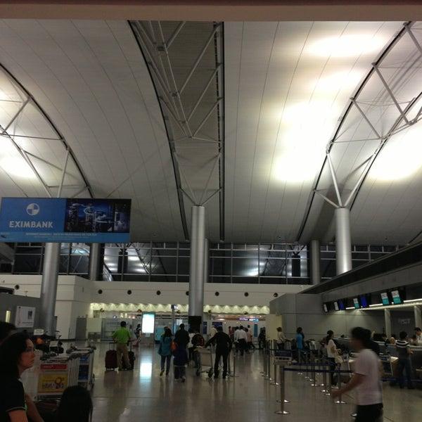 Photo taken at Tan Son Nhat International Airport (SGN) Sân Bay Quốc Tế Tân Sơn Nhất by Kazuo2 on 6/4/2013