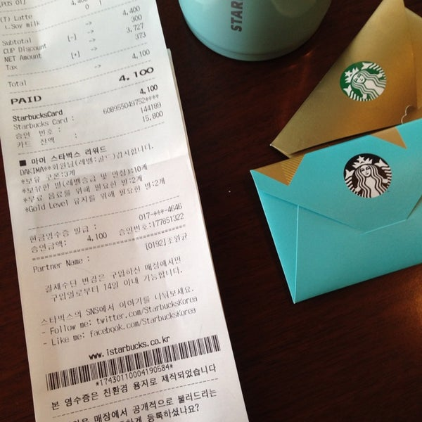 Photo taken at Starbucks by Jung Won H. on 1/3/2014