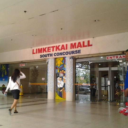 Photo taken at Limketkai Center by Enimrej O. on 12/1/2012