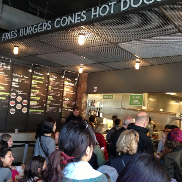Photo taken at Shake Shack by François L. on 4/14/2013