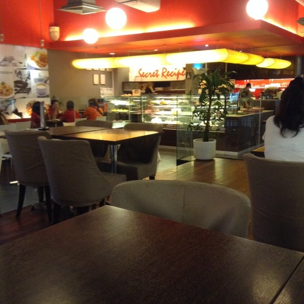 Photo taken at Secret Recipe by Randy S. on 2/27/2014