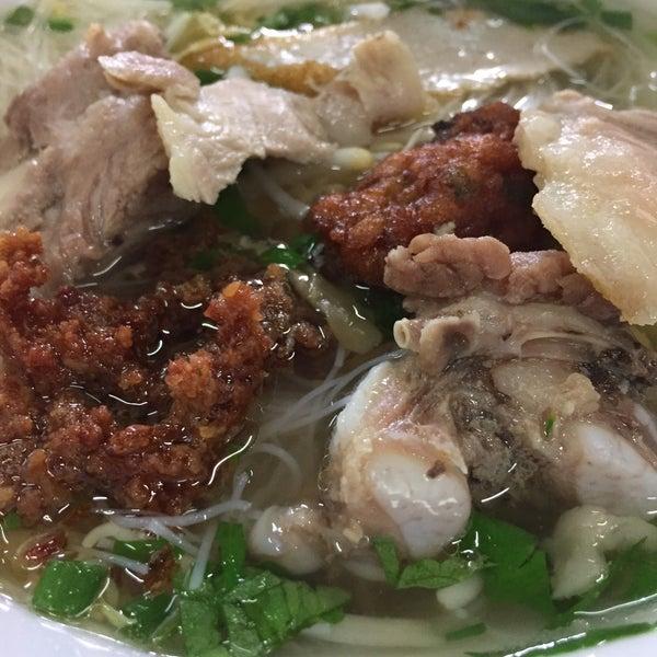 Photo taken at ร้านยกเข่ง (โล่งโต้ง) by Nulee T. on 12/20/2014