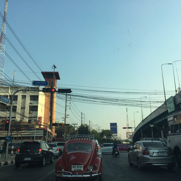 Photo taken at Sutthisan Intersection by SNICEZ on 4/22/2016