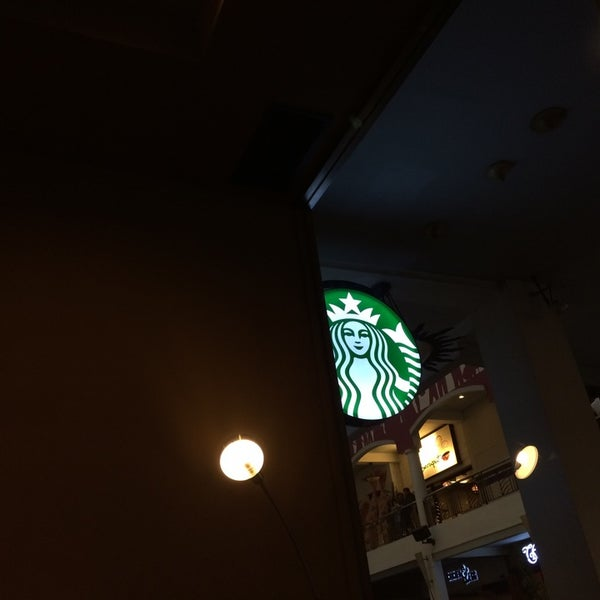 Photo taken at Starbucks by Dewono S. on 5/17/2014