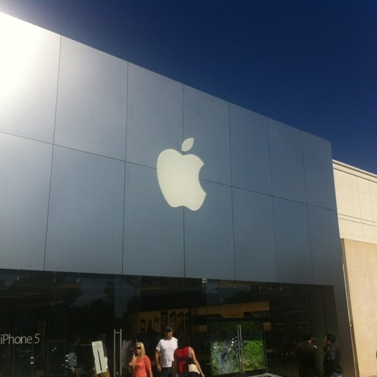 Photo taken at Apple Store, Friendly Center by Helton R. on 10/21/2012