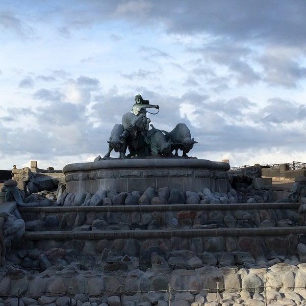Photo taken at Gefionspringvandet (Gefion Fountain) by HugoAlonso V. on 4/2/2015