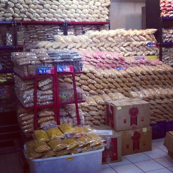 Photo taken at Giant Hypermarket by Rajasa P. on 6/20/2013
