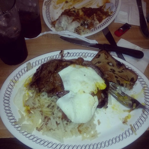 Photo taken at Waffle House by Eric G. on 9/1/2014