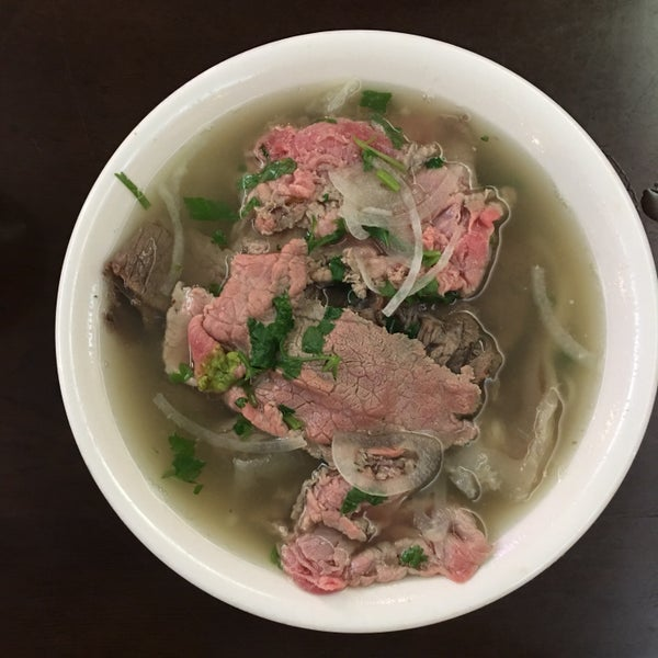Photo taken at Pho Bac by Xiaomin D. on 10/7/2016
