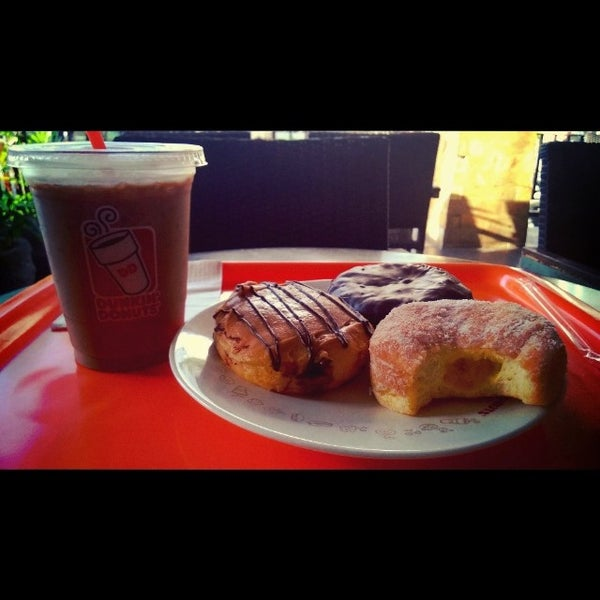 Photo taken at Dunkin' Donuts by Harta W. on 3/18/2014