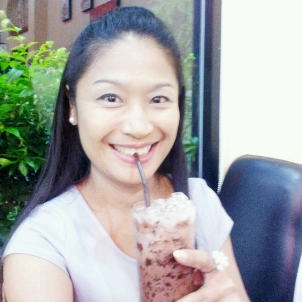 Photo taken at Coffee Bla Bar (คอฟฟี่ บลา บาร์) by Nirada R. on 8/14/2013