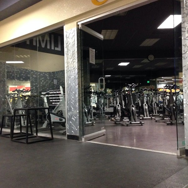 Photo taken at 24 Hour Fitness by Nathan L. on 11/28/2013