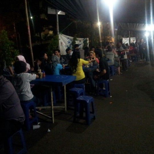 Photo taken at Roti Bakar Eddy by Riset on 9/29/2012