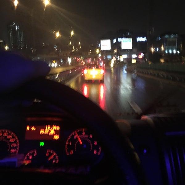 Photo taken at E-5 Göztepe Köprüsü by Umut A. on 11/29/2016
