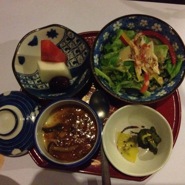 Photo taken at Hyotan Japanese Restaurant by Pei En K. on 5/21/2015