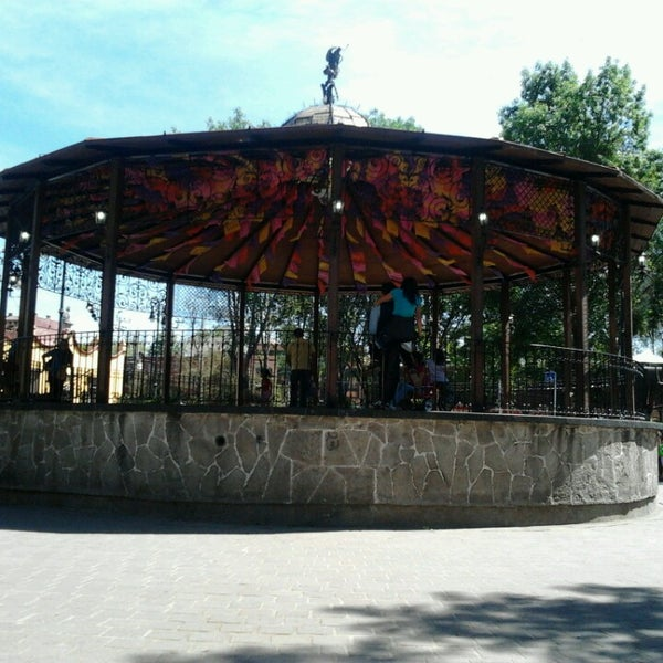 Photo taken at Jardín Hidalgo by Alberto J. on 2/24/2013