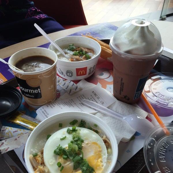 Photo taken at McDonald's by Kuma Y. on 7/22/2015