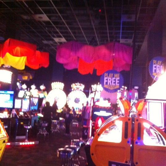 Photo taken at Dave & Buster's by Rye R. on 11/28/2012