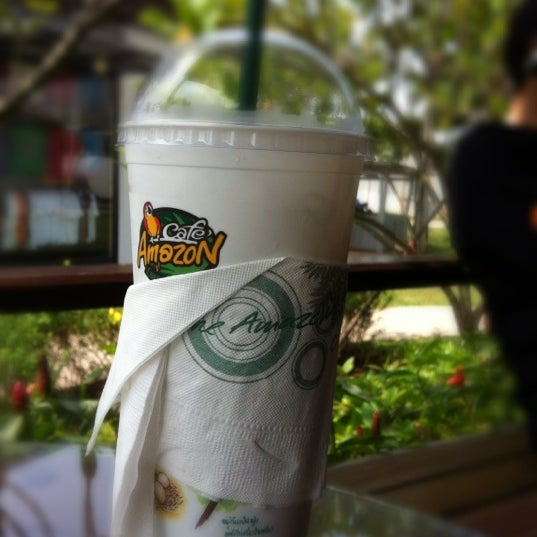 Photo taken at Café Amazon by Cɧєrry🍒 on 10/14/2012