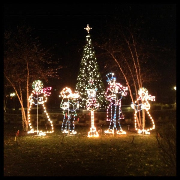 Photo taken at Lyndhurst Town Hall Park by Steven S. on 11/29/2012