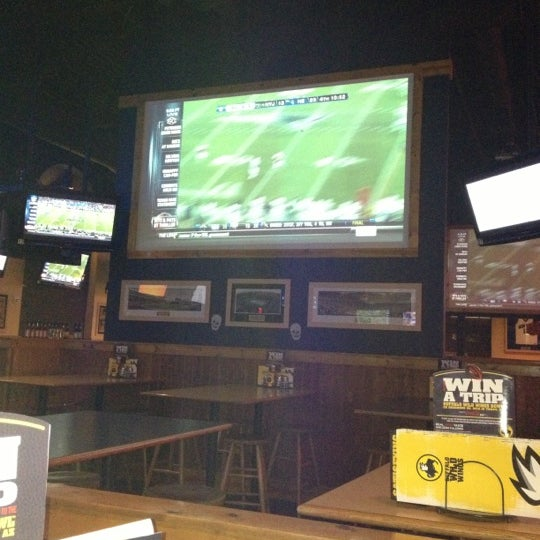 Photo taken at Buffalo Wild Wings by Tim W. on 10/22/2012