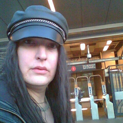 Photo taken at MTA Subway - South Ferry (1) by Nadia Yvette C. on 3/29/2016