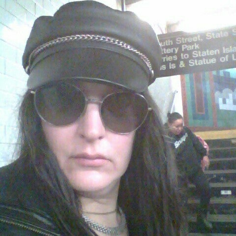 Photo taken at MTA Subway - South Ferry (1) by Nadia Yvette C. on 3/28/2016