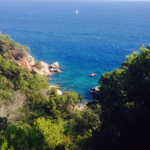 Photo taken at Cala Canyelles by Krichun on 8/21/2015