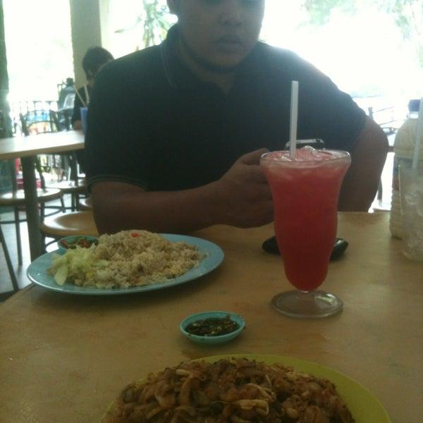 Photo taken at Restoran Victory by Muhammad I. on 3/9/2013