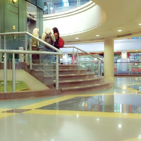 Photo taken at Galeria Mall by 박태수 on 4/26/2013