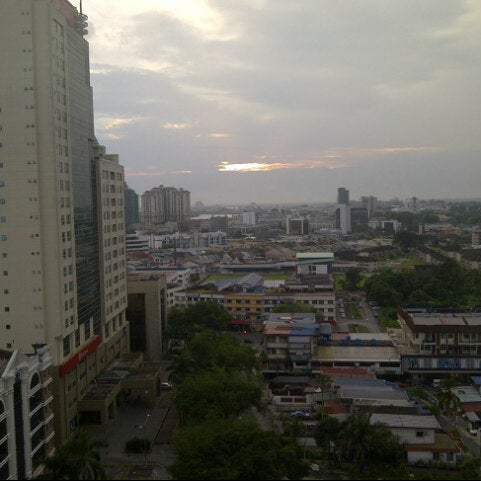 Photo taken at Pullman Kuching by Evelyn F. on 9/19/2012