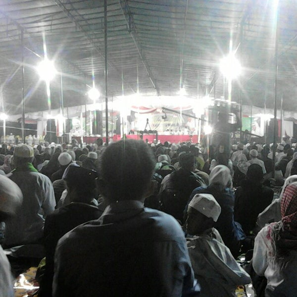 Photo taken at Alun - Alun Lor by Bofa S. on 3/1/2014