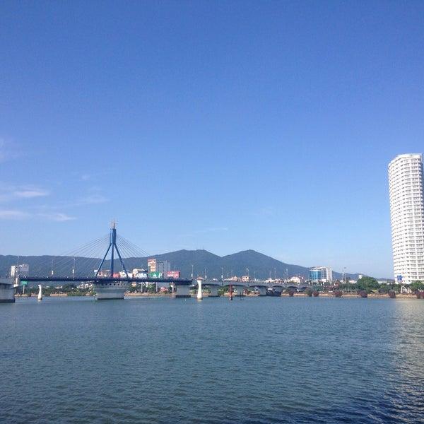 Photo taken at Cầu Sông Hàn (Han River Bridge) by Do Hyun K. on 4/8/2015