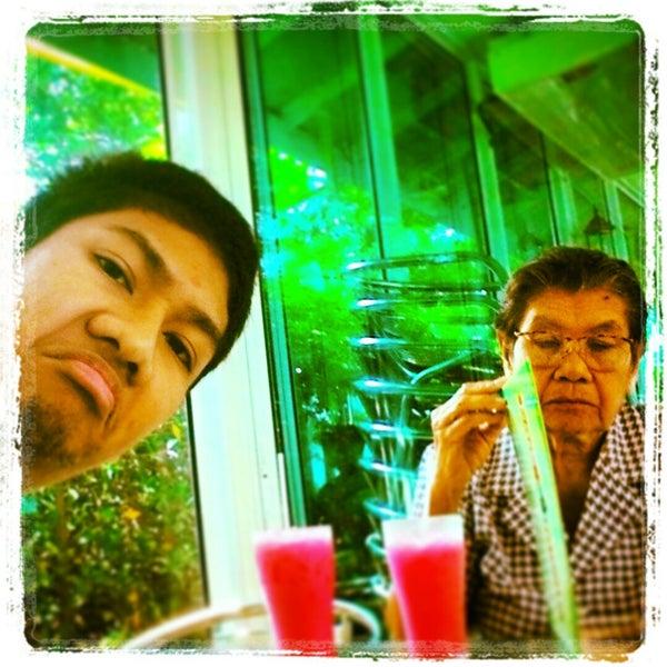 Photo taken at บิ๊กบะหมี่ & สเต๊ก by Tony T. on 11/29/2014