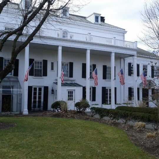Photo taken at Beekman Arms-Delamater Inn by Leigh M. on 3/30/2013