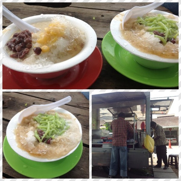 Photo taken at Cendol & Rojak Taman Bahagia by Hairee E. on 6/20/2013