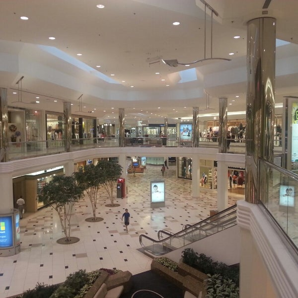 Sep 11,  · Twelve Oaks Mall is a great mall. They have a ton of nice stores including my favorites Bath and Body Works, Godiva, Hallmark and Swarovski. They have nice open sitting areas with comfortable chairs to take a break/5().