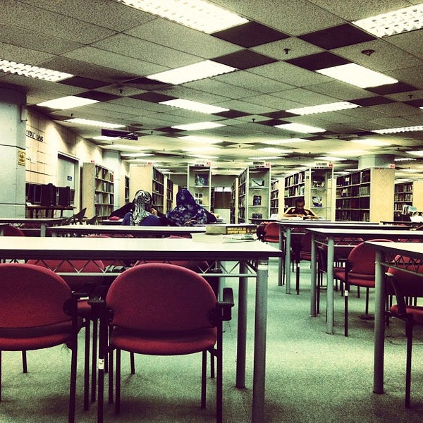 Photo taken at National Library (Perpustakaan Negara) by Afif R. on 1/5/2013