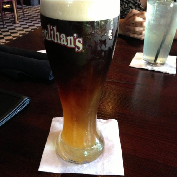 Photo taken at Houlihan's by Silfredo G. on 5/29/2013