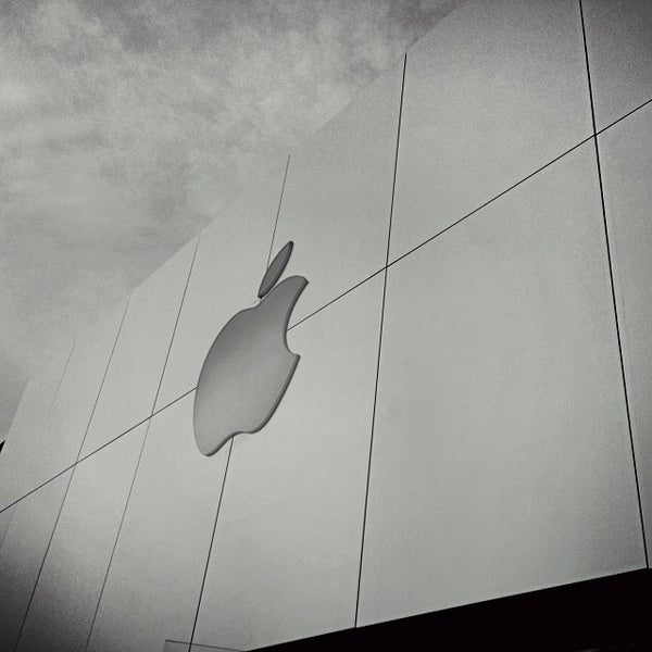 Photo taken at Apple Store, Friendly Center by Reid M. on 12/30/2013