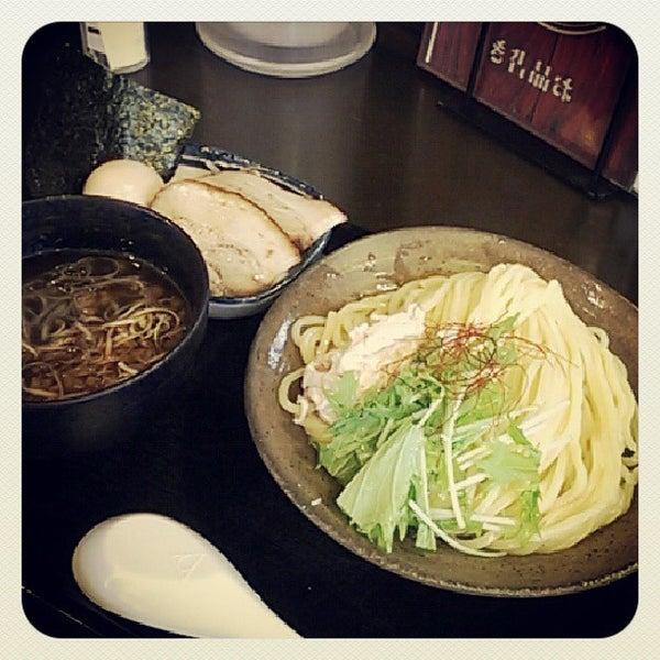 Photo taken at 三ツ矢堂製麺 下北沢店 by Kohta F. on 8/26/2013