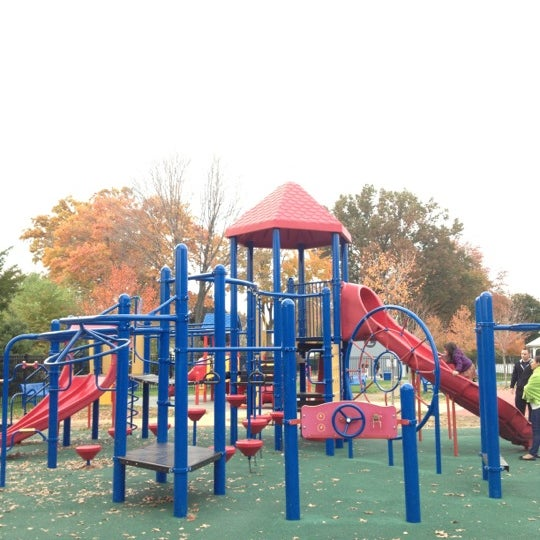 Photo taken at Lyndhurst Town Hall Park by Carlos P. on 10/27/2012