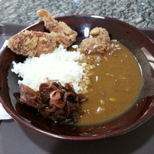 """Karaage curry. Muito bom, sabor japonês mesmo. Porção """"média"""" grande e barata."""