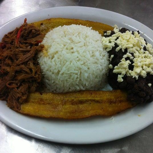 Photo taken at Panadería Los Venezolanos by Arquimedes R. on 12/16/2012