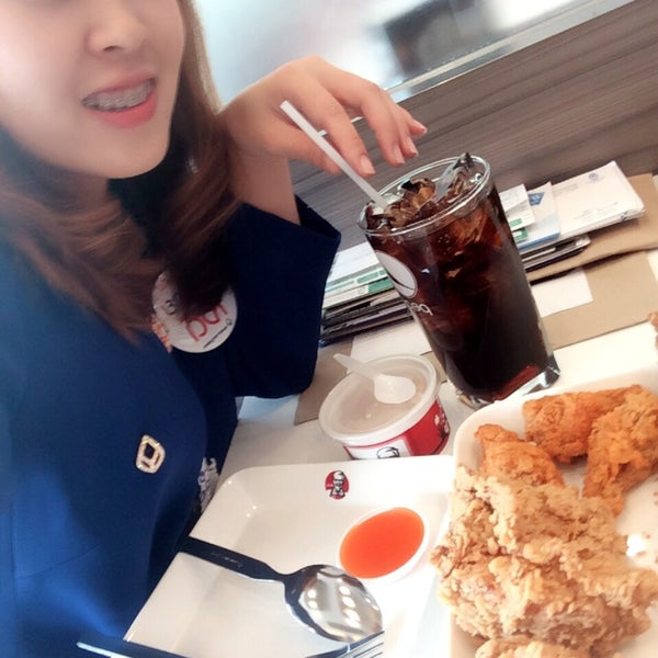 Photo taken at KFC (เคเอฟซี) by Aster I. on 10/30/2014