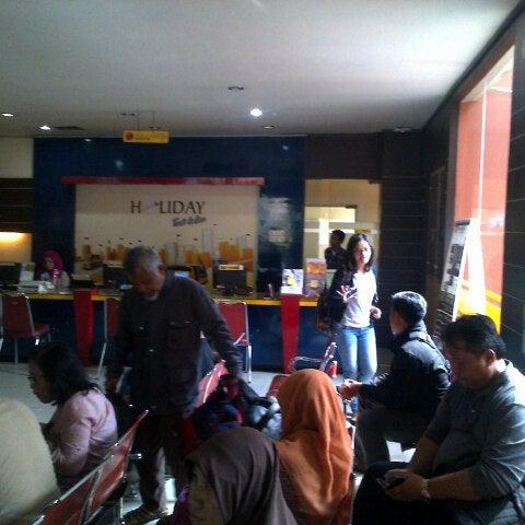 Photo taken at Bandung Trade Centre - BTC Fashion Mall by ǰoϛĥ Η. on 2/15/2015